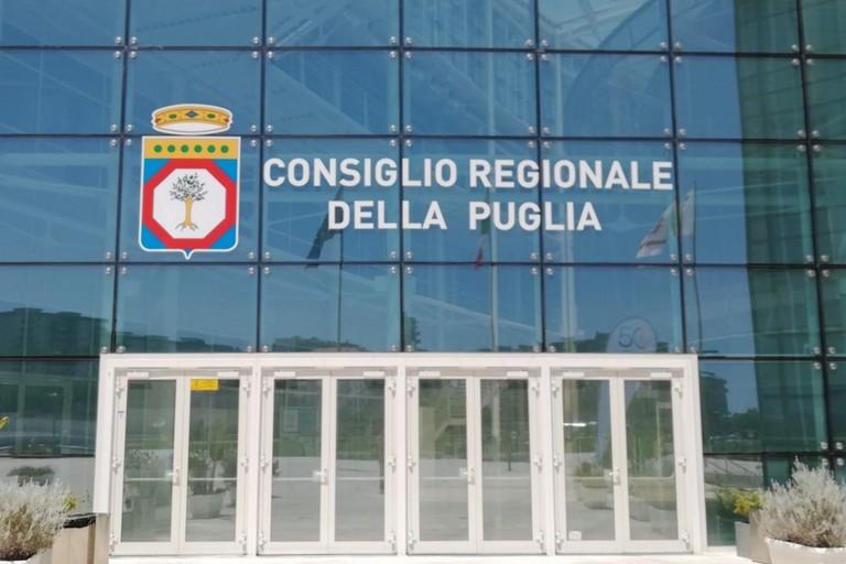 Regione Puglia: abrogato il Tfm per i consiglieri